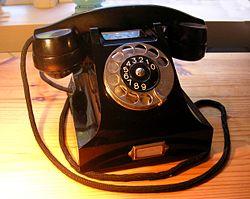 http://upload.wikimedia.org/wikipedia/commons/thumb/b/bd/Ericsson_bakelittelefon_1931.jpg/250px-Ericsson_bakelittelefon_1931.jpg