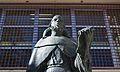 Estàtua d'Ausiàs March, biblioteca municipal central de València, detall.JPG