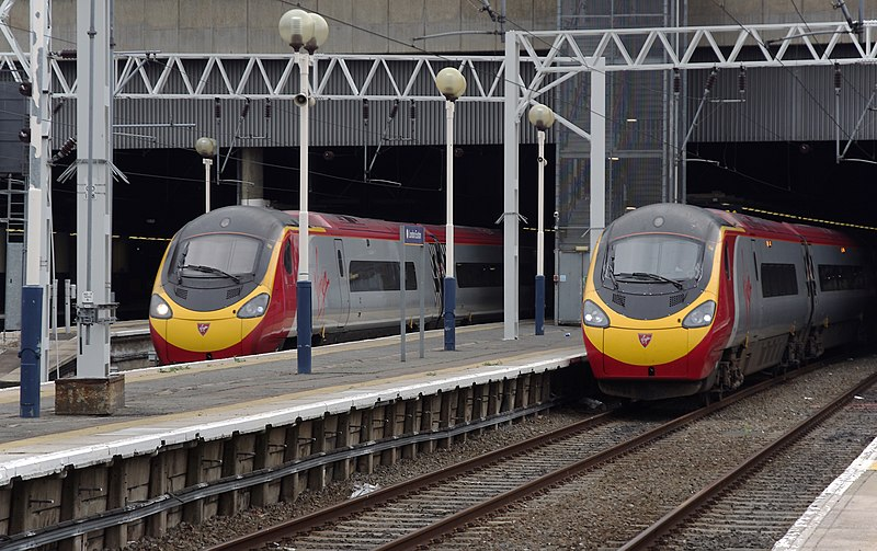File:Euston station MMB 48 390048 390036.jpg