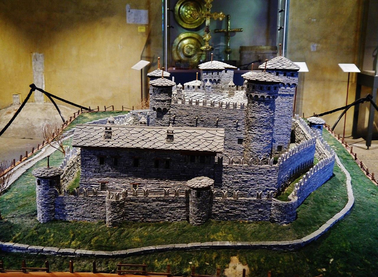 Fénis Castello di Fénis Innen Modell 2.jpg
