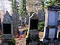 Familiengräber bilden die Ausnahme - panoramio.jpg