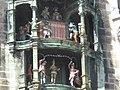 Figuren am Neuen Rathaus München.jpg