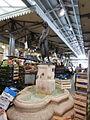 Fontana 'La portatrice di frutta' a Modena.JPG