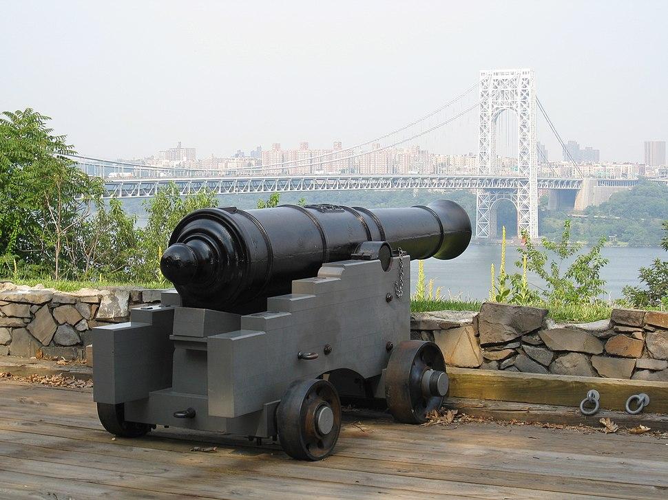 Fort Lee Historic Park 03 - Cannon and George Washington Bridge