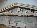 Frontó del tresor de Mègara, 520 aC. Museu Arqueològic d'Olímpia.JPG