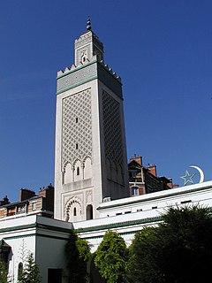 Le minaret vu du patio.