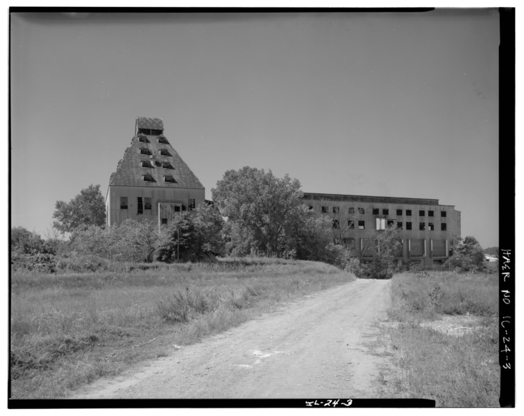 """File:GENERAL VIEW OF COMPLEX LOOKING SOUTH, SAND DRAINING and DRYING BUILDING (right) AND SAND-SORTING BUILDING (left) - Mill """"C"""" Complex, South of Dee Bennet Road, near Illinois HAER ILL, 50-OTWA. v, 1-3.tif"""
