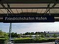 """GER — BW — Friedrichshafen — Romanshorner Platz 12 (Haltepunkt """"Friedrichshafen Hafen"""" — Schild) 2021.jpg"""