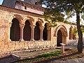 Galeria porticada de la iglesia de San Pedro, en Perorrubio.jpg