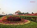 Garden-in-front-of-tiananmen-square.jpg - panoramio.jpg