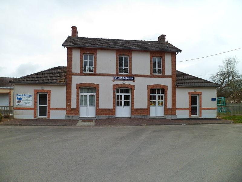 Ancienne gare de fr:Saint-Sauveur-Lendelin