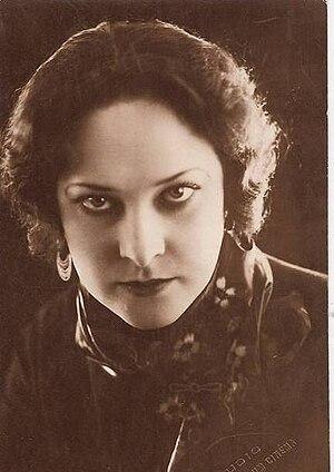 Napoléon (1927 film) - French actress Gina Manès played Joséphine de Beauharnais, Napoleon's wife.