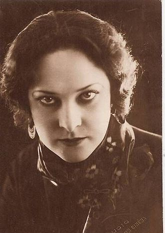 Napoléon (1927 film) - French actress Gina Manès played Joséphine de Beauharnais, Napoleon's wife.