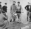 Giuseppe Martano à l'arrivée de Milan-Turin, en 1937.jpg