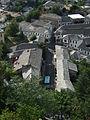 Gjirokastra - Gasse mit steingedeckten Häusern.jpg