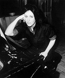 Grace Slick RCA records publicity photo.jpg