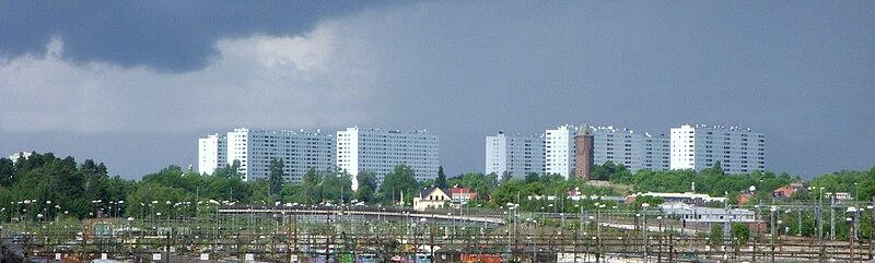 Hagalunds boligejendom set fra Tomteboda, juni 2010.