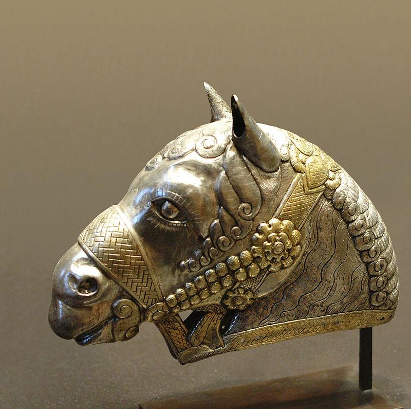 Head horse Kerman Louvre MAO132.jpg