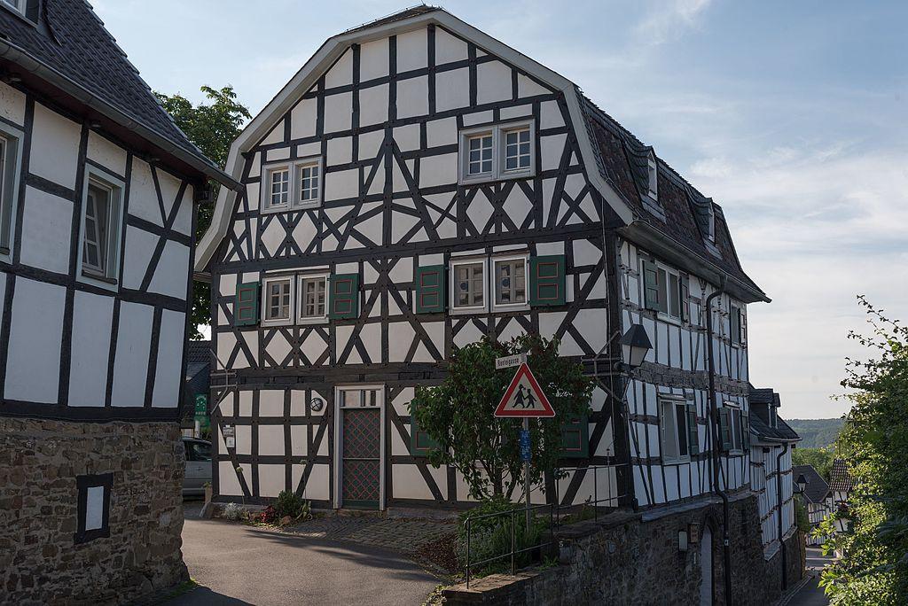 1024px-Hennef_%28Sieg%29%2C_Stadt_Blankenberg%2C_Renteigasse_6-20160608-008.jpg