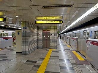Hikarigaoka Station - The platforms in November 2014