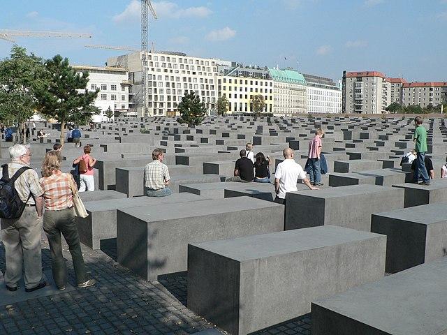 Генеральный прокурор Польши назвал закон о Холокосте неконституционным