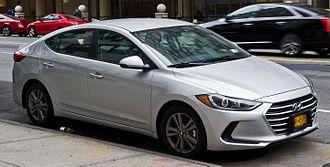 Hyundai Elantra - Image: Hyundai Elantra SE 2.0 (VI) – Frontansicht, 2. Oktober 2016, New York