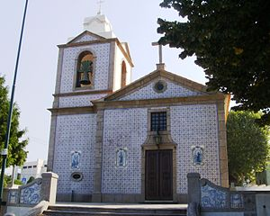 Arcozelo (Vila Nova de Gaia) - The parochial Church of Arcozelo covered in blue and white azulejo tile