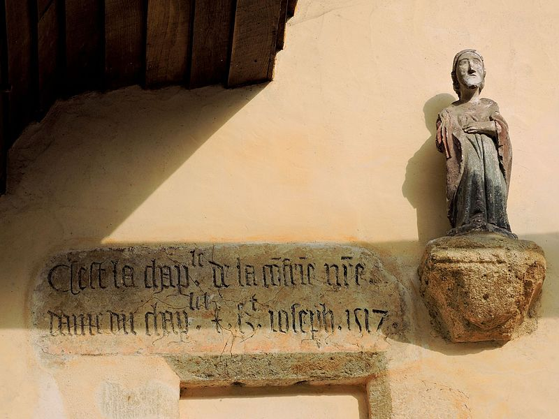 File:Inscription sur la chapelle Saint Pierre.jpg