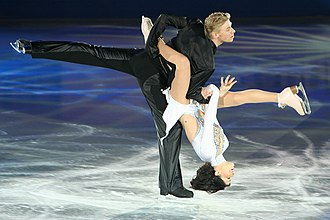 Isabelle Delobel - Delobel and Schoenfelder perform a lift during exhibitions at the 2007 European Championships.