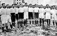 Italy football team 1910.jpg