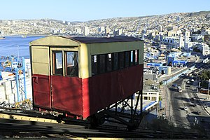 The Amazing Race 16 - In order to travel throughout the mountainous town of Valparaíso, teams rode its various funicular railways between tasks, including Ascensor Artillería.