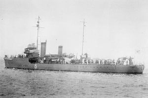 W-1-class minesweeper - Image: Japanese minesweeper No 6 in 1933