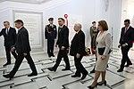 Jarosław Kaczyński, prezydent Andrzej Duda, marszałek Marek Kuchciński uroczystość odsłonięcia tablicy.jpg