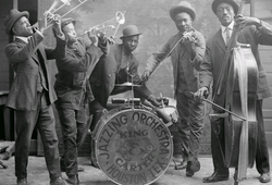 Jazzing orchestra 1921.png