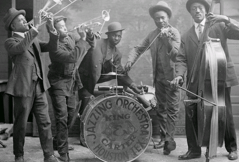 "The period from the end of the First World War until the start of the Depression in 1929 is known as the ""Jazz Age"" Jazzing orchestra 1921.png"