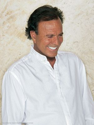 ´This picture belongs to Julio Iglesias.