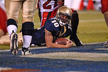 Kaipo-Noa Kaheaku-Enhada gets 2 pt conversion at 2007 Poinsettia Bowl 071220-N-9909C-003.jpg