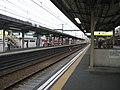 Keikyu-Kanagawa-Shinmachi Station-platform.jpg