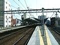Keikyu-railway-Heiwajima-station-platform.jpg