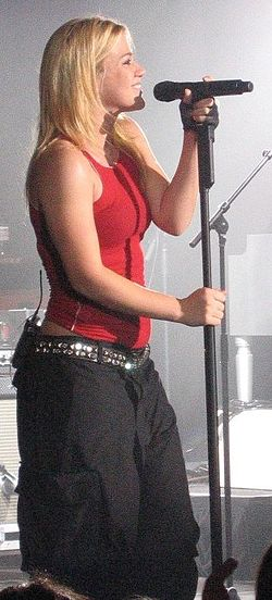 Kelly Clarkson under hennes Hazel Eyes concert tour i Geelong, Victoria, Australien den 10 november 2005.