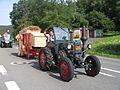 Kerweumzug in Fischbach, Bulldog mit Dreschmaschine, 2006.jpg