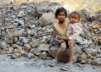 English: Kids on a road near Rishikesh, India....