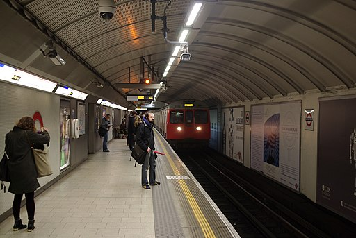 King's Cross St Pancras tube station MMB 03 C-Stock