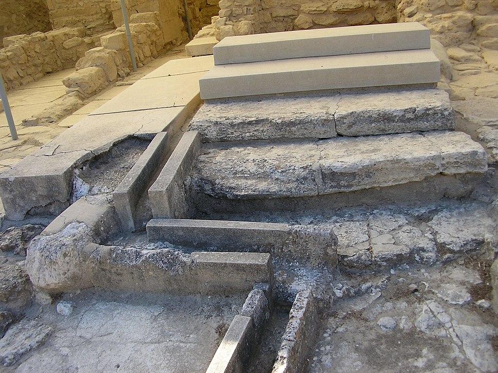 Knossos sewers PA067399