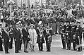 Kranslegging president Marijnen, burgemeester Van Hall, koningin Juliana, prins, Bestanddeelnr 916-8564.jpg