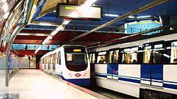 Unidades de la serie 3000 en la estación de Ventura Rodríguez