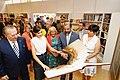 La alcaldesa en funciones acompaña a la Reina en la inauguración de la Feria del Libro 04.jpg