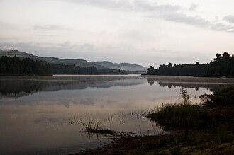Papineau-Labelle Wildlife Reserve - Image: Lac Ernest à l'aurore