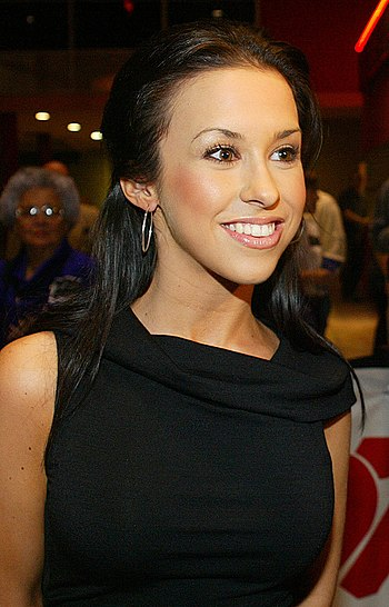 English: American voice actress Lacey Chabert,...
