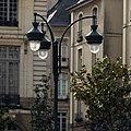 Lampadaire sur la place de la mairie, Rennes, France.jpg